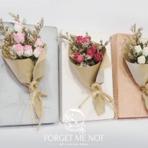 Rose bouquet in plaster ช่อดอกไม้ ในแท่นปูน at Blisby