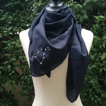 LEO scarf (90x90 cm) at Blisby