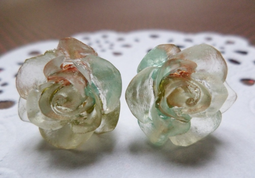 Vintage roses resin earring large image 1 by bubblescup