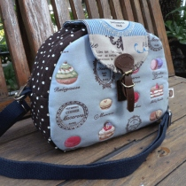 Blue cupcake bag at Blisby