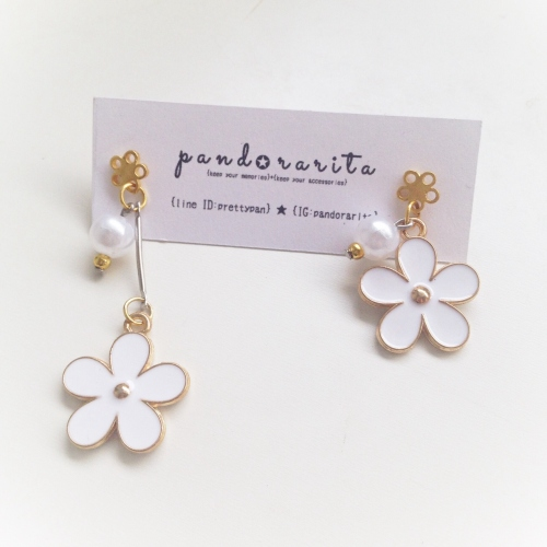 {white pearl with daisy earring} large image 0 by pandorarita