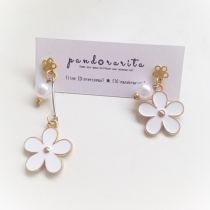 {white pearl with daisy earring} by pandorarita