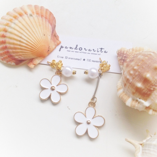 {white pearl with daisy earring} large image 1 by pandorarita