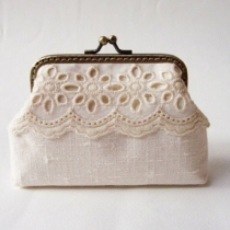 Lace Card Holder กระเป๋าใส่นามบัตร สีครีม at Blisby