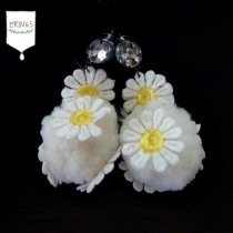 Fluffy Daisy Earring at Blisby