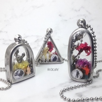 Vintage Locket Necklace, Photo lockets,flower pendant, flower lockets at Blisby
