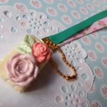 Beauty roses on strawberry cream sandwich cracker ball chain at Blisby