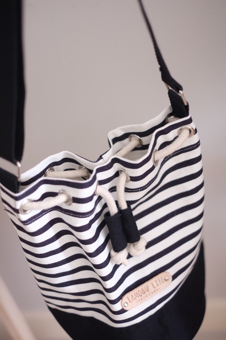 STRIPE TWO-TONE BUCKET BAG large image 3 by lamoonlife