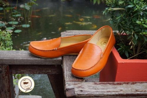 รองเท้าหนังวัวแท้ 100% สี orange sunset loafer for  guy large image 1 by Papaleathershoes
